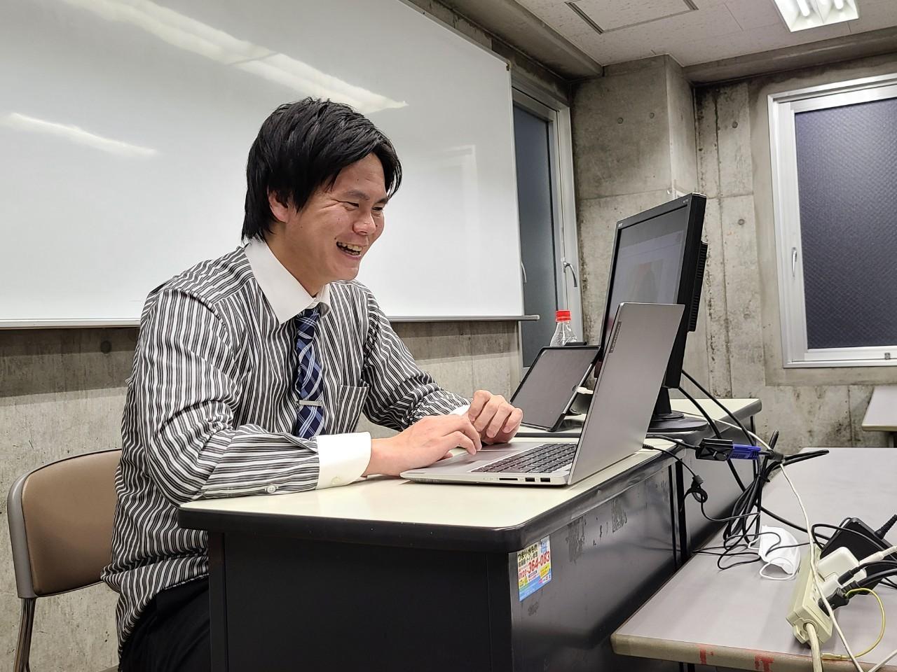 20200504abeとても楽しそうな有田先生.jpg